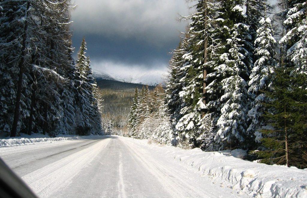 雪道で立ち往生(スタック)した時アイテム不要で自力で脱出する方法